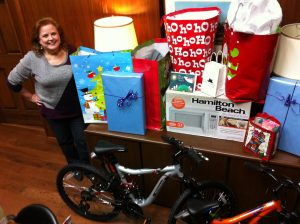 Entergy Texas Employees Donate to Family Services